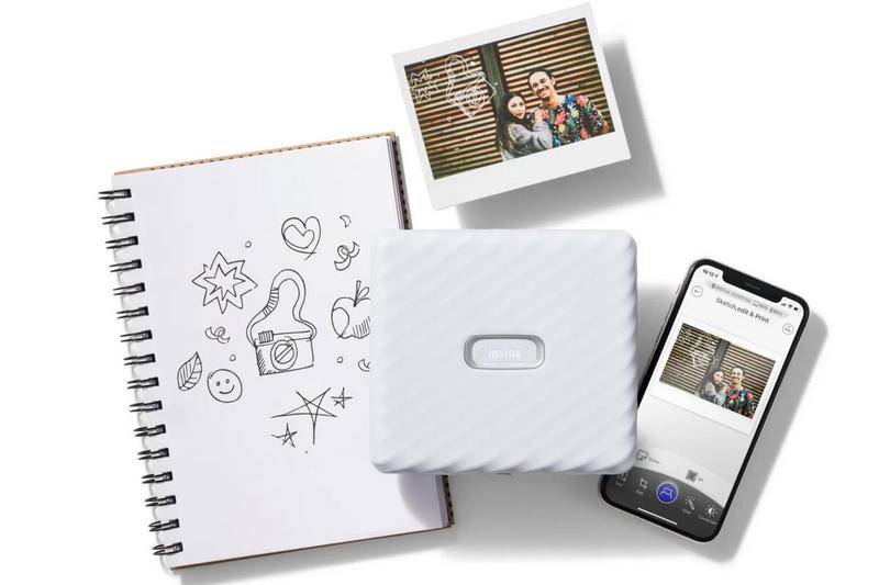 """Illustration : Fujifilm dévoile une nouvelle imprimante pour smartphone """"Instax Link Wide"""""""
